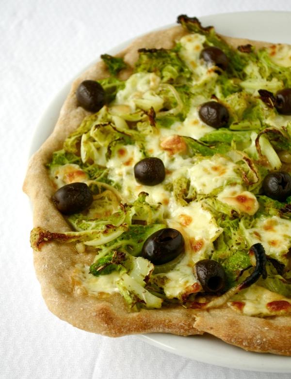 pizza met savooikool en scamorza ©Groene Prinses