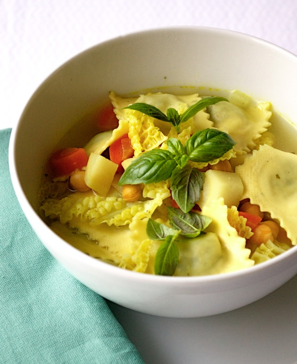 soep met ravioli en wortelpeterselie ©Groene Prinses